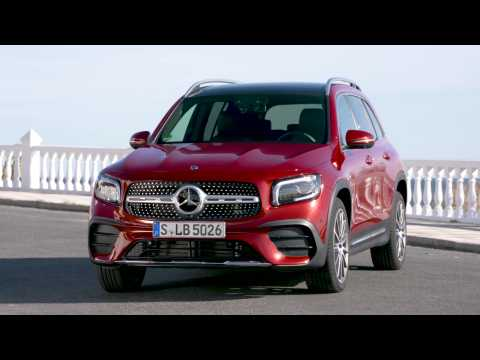 The new Mercedes-Benz GLB 220 d 4matic Design in Patagonia red