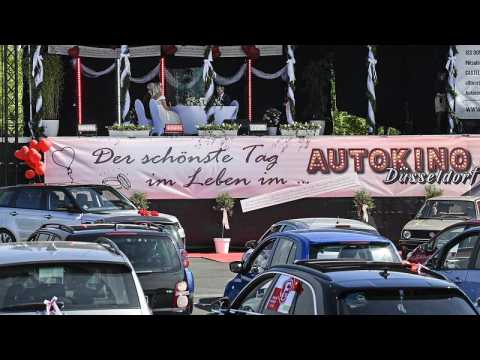 Janine and Philip get married by the mayor at a Drive-in cinema in Duesseldorf