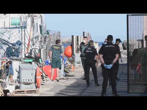 14 immigrants rescued from the boat arrive at the port of Almería