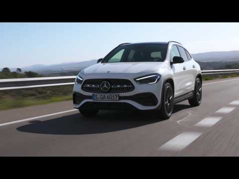 The new Mercedes-Benz GLA 250 4MATIC in White metallic Driving Video
