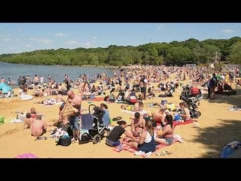 London residents enjoy the good weather at Ruislip Lido