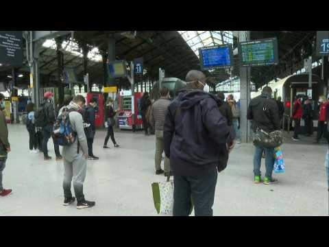 Masks the new normal as commuters fill Paris' Gare Saint-Lazare