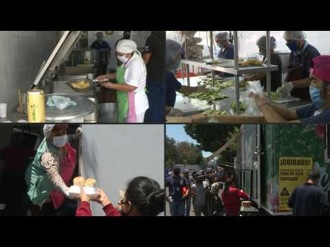 Food truck helps struggling Mexicans to make ends meet
