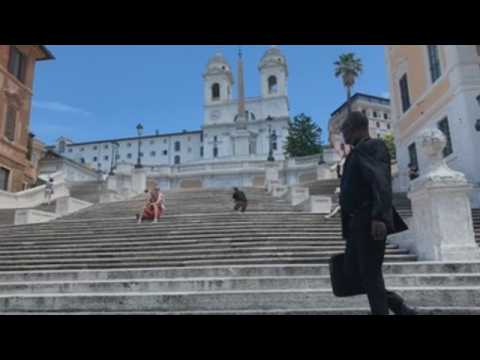 Visitors slowly return to Rome