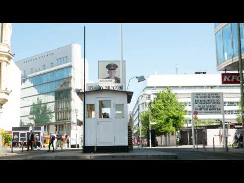 Berlin: Checkpoint Charlie celebrates the 30th anniversary of its dismantling