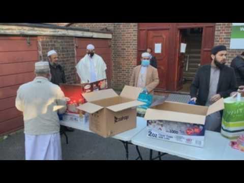 Volunteers distribute food among the Muslim community in London