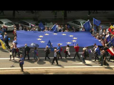 Thousands of Poles attend pro-EU rally before vote