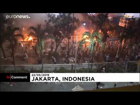 Indonesia: Protesters and police clash in second night of post-election demonstrations