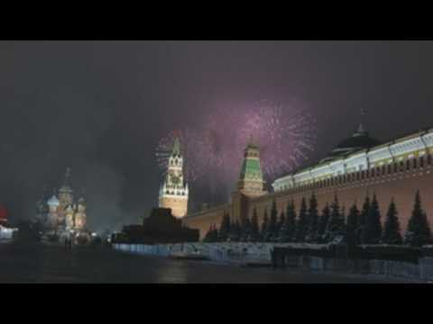 Firework display lights up Moscow's landmarks as Russia welcomes New Year