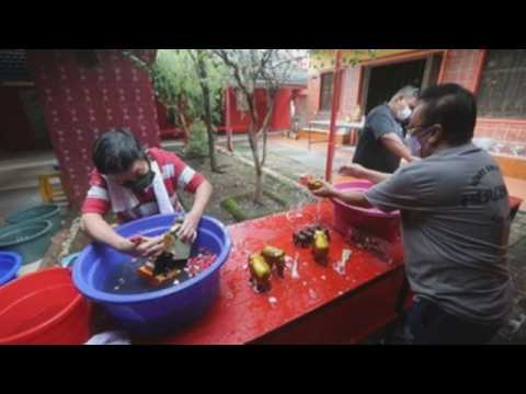 Indonesian-Chineses clean up temple to welcome Lunar New Year