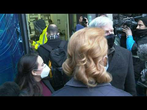 Assange's fiancee and WikiLeaks editor-in-chief arrive at court ahead of bail hearing