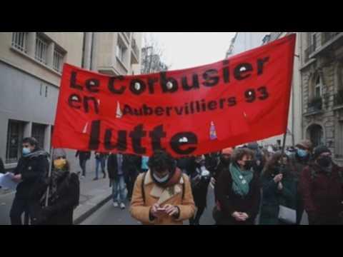 Teachers in Paris demand better conditions amid pandemic