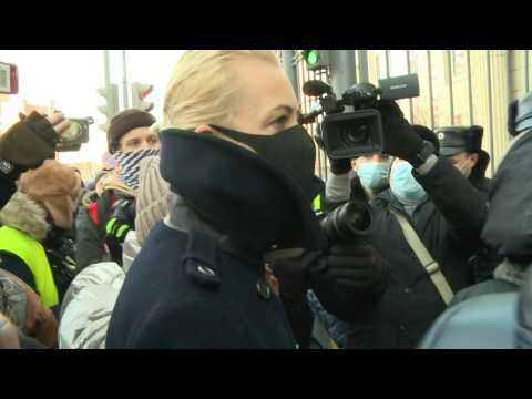 Wife of Kremlin critic Navalny arrives at court