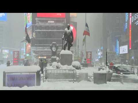 Heavy snow brings New York City to a standstill