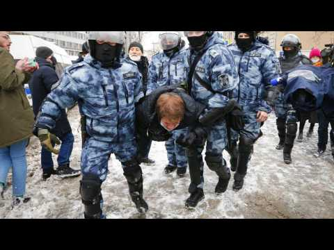 Alexei Navalny: Hundreds arrested in 50 Russian cities as thousands protest