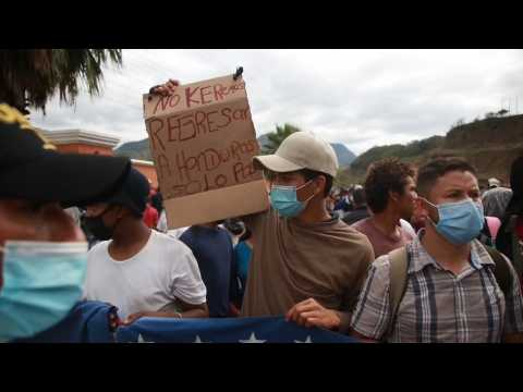 Guatemala violently contains a migrant caravan and blocks its passage to Mexico