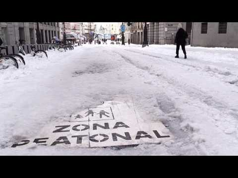 Spain clears swathes of snow that brought Madrid to a standstill